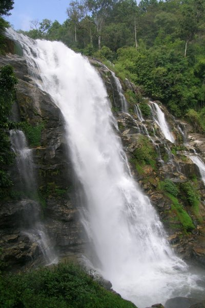 Photo of Wachirathan Waterfall in Doi Inthanon Park.